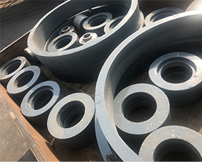 雷蒙磨配件磨辊磨环是由高锰钢耐磨材料和铸造而成的
